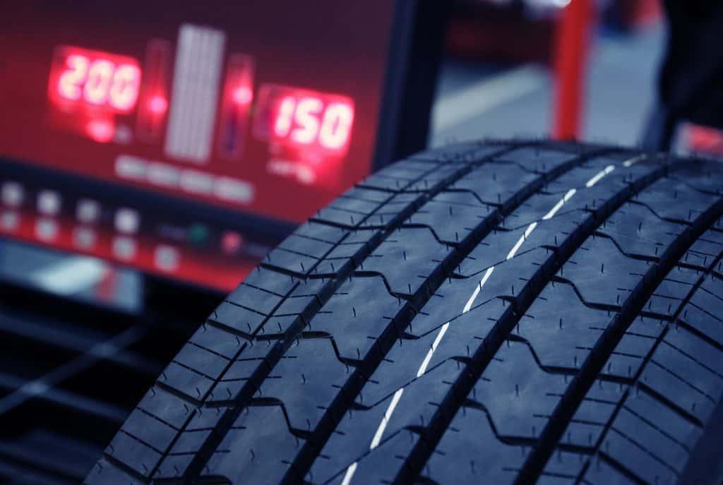 Tire Mounting Balancing